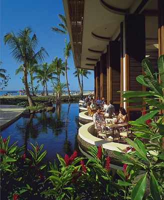 Oceanfront Breakfast at Rainbow Lanai